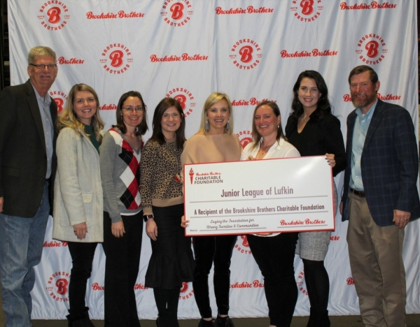 Junior League of Lufkin receiving a grant from the Brookshire Brothers Charitable Foundation
