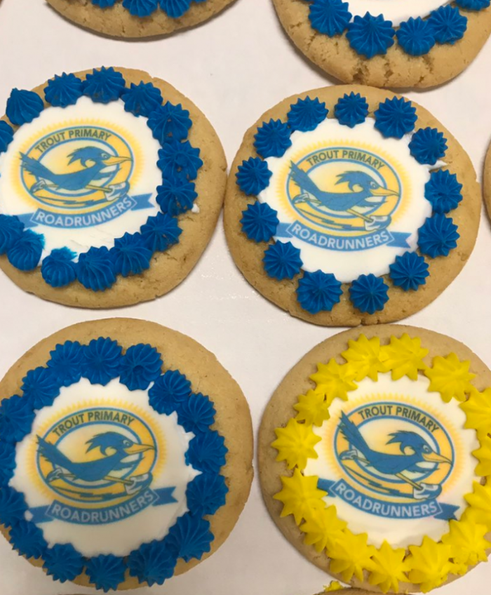 Cookies with icing that says Trout Primary Roadrunners with a photo of a roadrunner